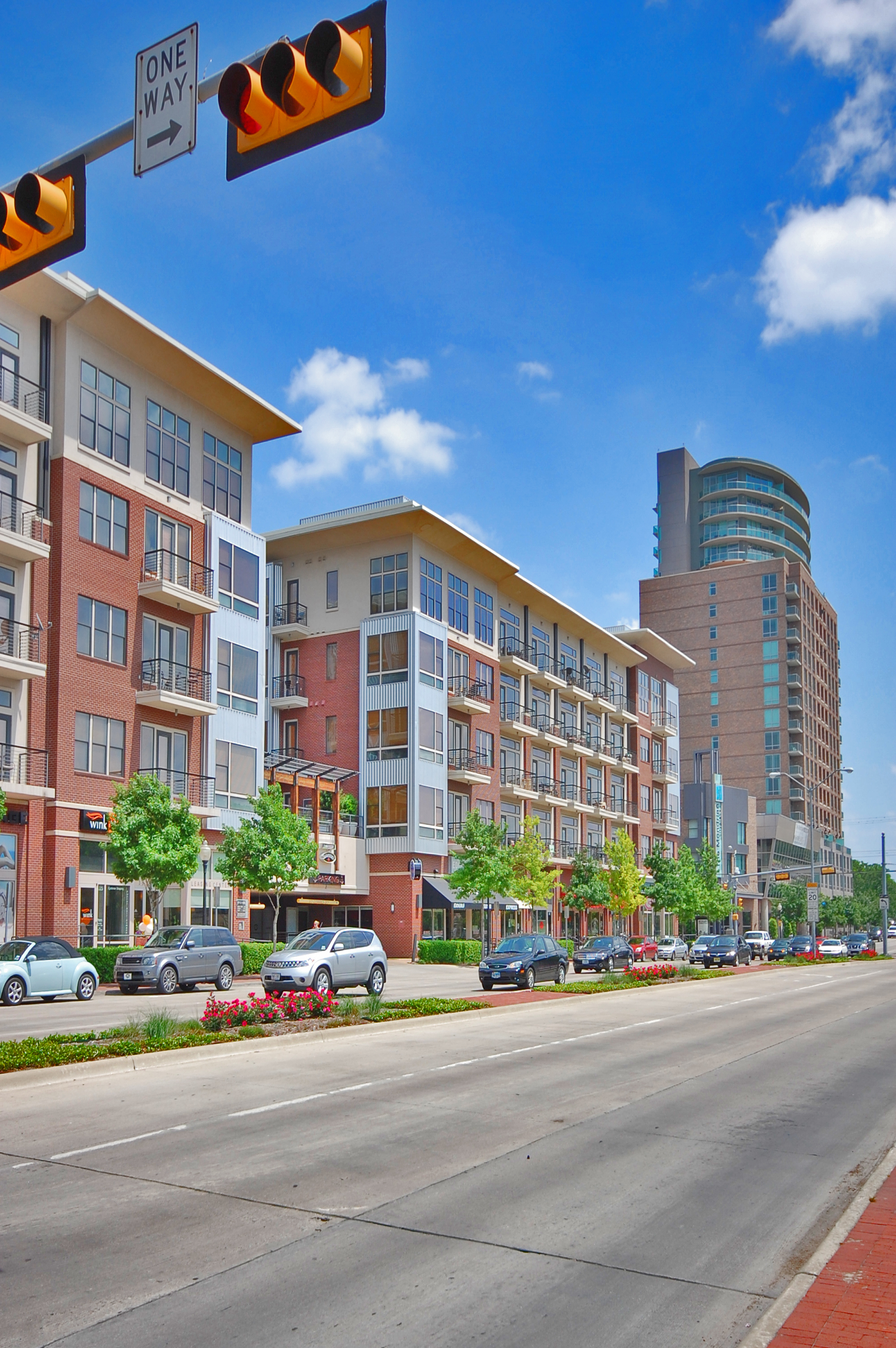 Enjoy The Convenient Location Of These Uptown Dallas High Rise Apartments.