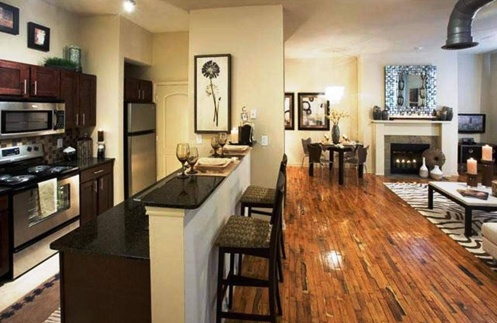 Exceptionnel ... Convenient Living In These Uptown Dallas Apartments With High Ceilings  U0026 Open Spaces.